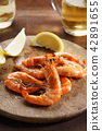 grilled  prawn with fresh lemon 42891655