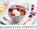 Homemade crunchy granola with yogurt and fruits in bowl 42894074