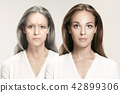 女性 女 年迈的 42899306