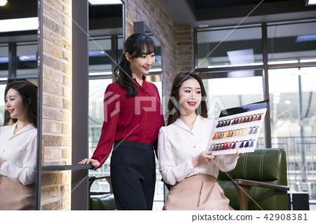 Hairdresser styling woman's hair in a salon. Korean beauty stock photo. 147 42908381