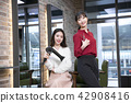 Hairdresser styling woman's hair in a salon. Korean beauty stock photo. 140 42908416