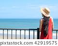 夏天妇女的旅行海滩胜地年轻日本夫人 42919575