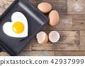 하트모양의 계란후라이  42937999