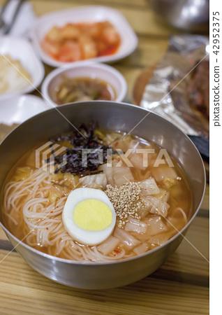Kimchi malt noodles, noodles, cold noodles 42952375
