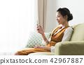ห้องสตรีพร้อมสมาร์ทโฟน 42967887