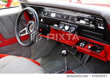 美國汽車標誌別克里維埃拉大排量怪物,拖曳比賽,汽油gab喝7400毫升 43000947