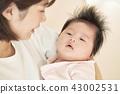 아기 안고 가족 부모와 자식 모자 43002531