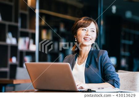 비즈니스 여성 젊은 43013629