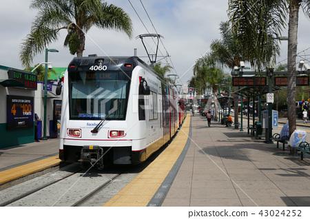 電車的聖伊西德羅火車站 43024252