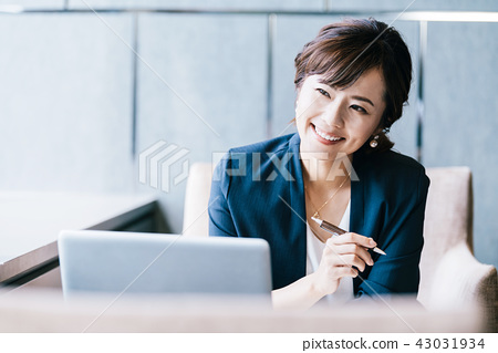 業務場景女性 43031934