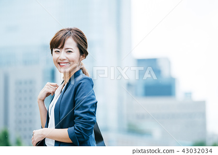 비지니스 빌딩 젊은 여성 43032034