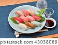 고급 테이크 아웃 초밥을 가게 바람에 다시 담아. 오오 토로, 토로, 붉은 참치 (다랑어), 붕장어 (아나고), 가리비 등. 43038069