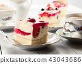 Cheesecake with strawberries, blueberry and jelly 43043686