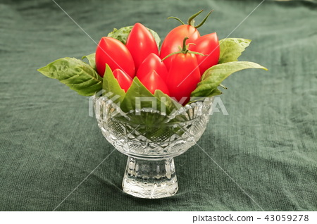 Italian tomatoes: Sicilian rouge for cooking 43059278