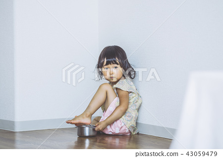 Children playing in the room 43059479