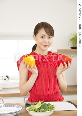 여성 야채 주방 43060312