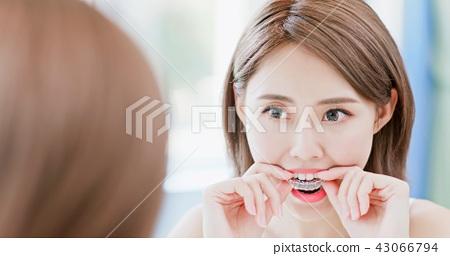 woman take invisible braces 43066794