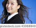 푸른 하늘과 비즈니스 우먼 초상화 43068849