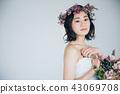 ウェディングドレスの女性 ブライダルイメージ   43069708