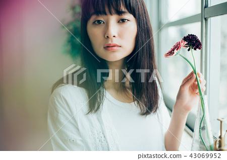 花生活女性肖像 43069952
