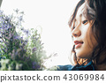 꽃이있는 생활 여성 인물 43069984