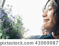 꽃이있는 생활 여성 인물 43069987
