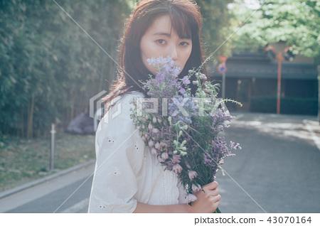 꽃이있는 생활 여성 인물 43070164