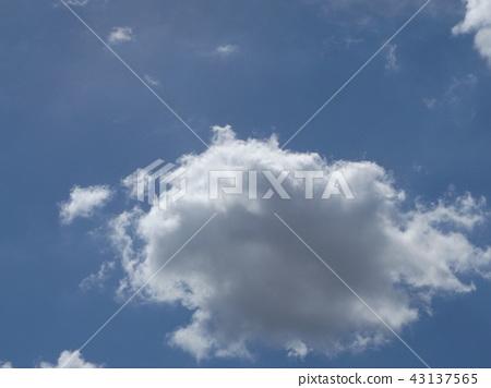 在inage海岸藍天和白色雲彩的上面 43137565