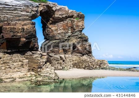 Las Catedrales beach in Galicia, Spain.  43144846