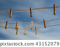Clothespins on a clothesline against a blue sky 43152079