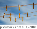 Clothespins on a clothesline against a blue sky 43152081
