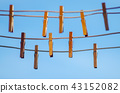 Clothespins on a clothesline against a blue sky 43152082