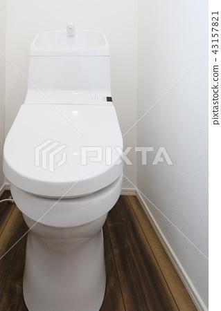 Clean toilet of model house 43157821