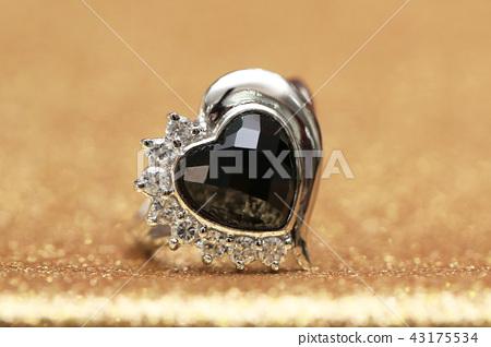 diamond ring and black gemstone 43175534