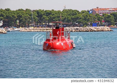 Red Semi-submarine with glass bottom  43194632