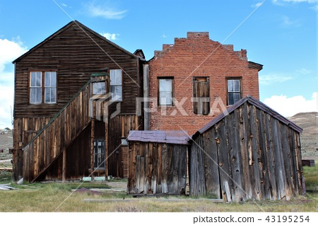 body. Landscape of ruins of a gold mine factory in Gold Rush. Western California era. State park. 43195254