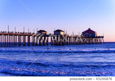 亨廷頓海灘風景在美國,加利福尼亞,在不可思議的小時 43200876