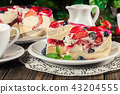 Cheesecake with strawberries, blueberry and jelly 43204555