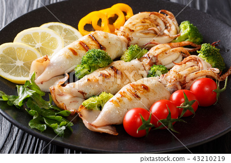 grilled squid with tentacles served with vegetable 43210219