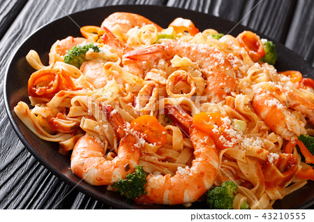 Pasta fettuccine with squid, tiger shrimps 43210555