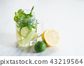 Refreshing summer drink with lemon and mint 43219564