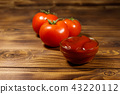 Glass bowl of ketchup and fresh ripe tomatoes  43220112