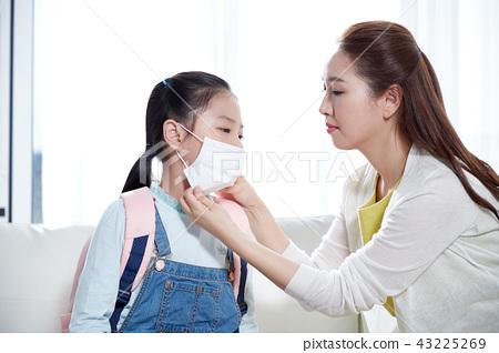 엄마와 딸 건강걱정 43225269