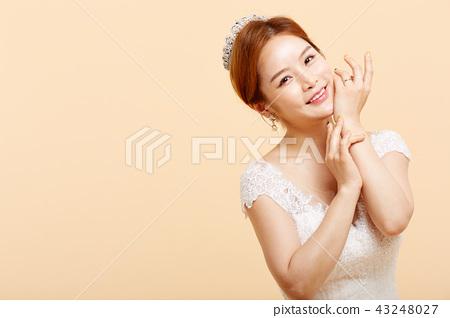 女性新娘圖像顏色後面 43248027