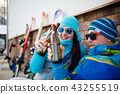 Photo of cheerful man and woman with beer on winter day 43255519
