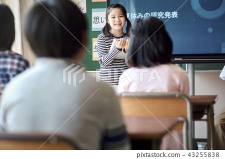 提供免費學習的小學生 43255838