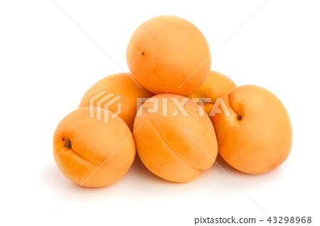 heap apricot fruits isolated on white background 43298968