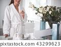 woman drink beverage 43299623