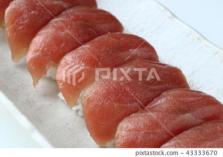 Yellowfin tuna sushi 43333670