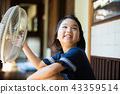 선풍기로 涼む 초등학생 여자 43359514